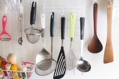 賃貸キッチンの収納アイデア。すっきりオシャレに見せる技!の画像