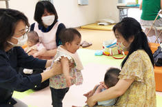 「フロール新川崎」にて、居住者向けイベント「赤ちゃんとの暮らしを楽しむ おはなし会」が開催されました。の画像